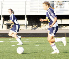 "<div class=""source"">Ryan Naus</div><div class=""image-desc"">Ellie Ebner leads the Grant County attack against Mason County.</div><div class=""buy-pic""><a href=""/photo_select/2682"">Buy this photo</a></div>"