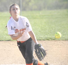 """<div class=""""source"""">Matt Birkholtz</div><div class=""""image-desc"""">Emma Harris delivers a pitch in the bottom of the first inning.</div><div class=""""buy-pic""""><a href=""""/photo_select/13860"""">Buy this photo</a></div>"""