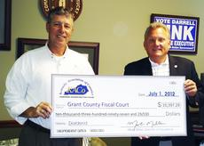 """<div class=""""source""""></div><div class=""""image-desc"""">Grant County Judge-Executive Darrel Link accepts a check from Mark Miller, director of insurance for the Kentucky association of Counties.</div><div class=""""buy-pic""""></div>"""