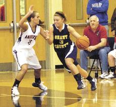 """<div class=""""source""""></div><div class=""""image-desc""""> Guard Macy Wright tries to break the pressure applied by Anderson County's Jessica Rice.</div><div class=""""buy-pic""""><a href=""""/photo_select/17183"""">Buy this photo</a></div>"""
