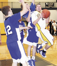 "<div class=""source"">20081217-9337-195-195011</div><div class=""image-desc"">Jared Livingood looks to attack the basket against Simon Kenton.</div><div class=""buy-pic""><a href=""/photo_select/8172"">Buy this photo</a></div>"