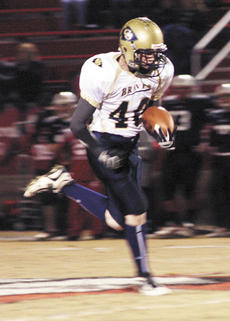 """<div class=""""source"""">Ryan Naus</div><div class=""""image-desc"""">Matt MacAdams sprints towards the end zone after making a catch in first quarter action.</div><div class=""""buy-pic""""><a href=""""/photo_select/1818"""">Buy this photo</a></div>"""
