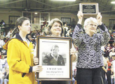 """<div class=""""source"""">Laura Clark/Landmark News Service</div><div class=""""image-desc"""">Mckenzie Matt, Carl Wenderoth's grandaughter, Nikki Wenderoth, Wenderoth's daughter, and Dina Wenderoth, Wenderoth's wife attended the Hall of Fame induction ceremony on his behalf.</div><div class=""""buy-pic""""><a href=""""/photo_select/4107"""">Buy this photo</a></div>"""