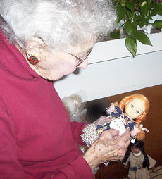 "<div class=""source""></div><div class=""image-desc"">Agnes Beach, 95, looks at one of her dolls. </div><div class=""buy-pic""></div>"