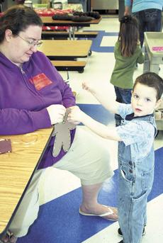 """<div class=""""source""""></div><div class=""""image-desc"""">DRE preschooler Curtis Winters makes a ginderbread man with the help of Becky Winters during Pancakes With Parents.</div><div class=""""buy-pic""""><a href=""""/photo_select/16571"""">Buy this photo</a></div>"""