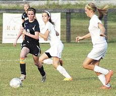 """<div class=""""source""""></div><div class=""""image-desc"""">Kayla Hisel goes for the ball. </div><div class=""""buy-pic""""><a href=""""/photo_select/19104"""">Buy this photo</a></div>"""