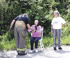 "<div class=""source"">Jamie Baker-Nantz</div><div class=""image-desc"">Corinth Fire Chief Lonnie Kuhn gives Laura Webster, who lived in the home, a bottle of water. The blaze is believed to have started when bird droppings or a bird nest caught fire due to composition.</div><div class=""buy-pic""></div>"