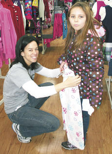 "<div class=""source"">Jamie Baker-Nantz</div><div class=""image-desc"">Morgan Sprague, of the KSP legal department in Frankfort, helped Faith shop for pajamas during Shop With a Trooper.</div><div class=""buy-pic""></div>"