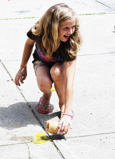 """<div class=""""source""""></div><div class=""""image-desc"""">Savannah Clark finds out that her egg did not survive the drop. </div><div class=""""buy-pic""""><a href=""""/photo_select/17987"""">Buy this photo</a></div>"""