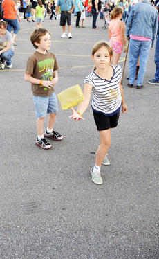 """<div class=""""source""""></div><div class=""""image-desc"""">Grace Butler, a third grade student, tries her hand at the sponge toss.</div><div class=""""buy-pic""""><a href=""""/photo_select/19012"""">Buy this photo</a></div>"""