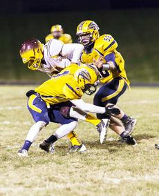 """<div class=""""source"""">annette crimmins PHOTOGRAPHY</div><div class=""""image-desc"""">Dakota Willoughby and Michael Crook team up to sack a Cooper Jaguars player. </div><div class=""""buy-pic""""><a href=""""/photo_select/19180"""">Buy this photo</a></div>"""
