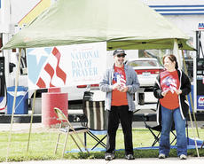 """<div class=""""source""""></div><div class=""""image-desc"""">Tyrone and Robbin Swiegart manned the Dry Ridge exit on the National Day of Prayer (May 7).</div><div class=""""buy-pic""""><a href=""""/photo_select/6230"""">Buy this photo</a></div>"""