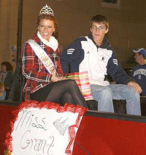 Miss Grant County Chelsea West waves to patrons during the parade.