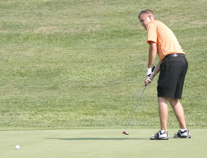 Williamstown senior Easton McClanahan putts on hole number 10 during a match with Grant County and Gallatin County Aug. 18 at Eagle Creek Country Club.