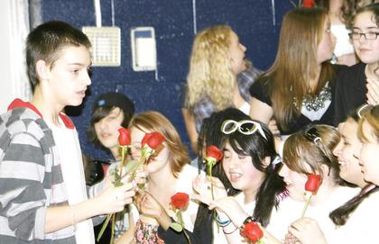 Robert Freeman gives out roses to his screaming fans.