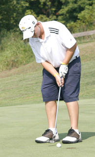Luke Adkins putt falls in during a golf match with Gallatin County and Williamstown Aug. 18.