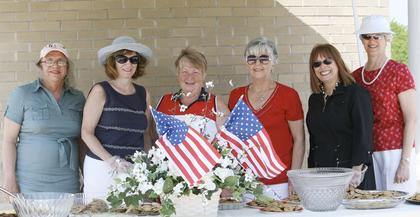 The Williamstown Womans Club served free refreshments during the scorching heat. Those pictured are: left to right, Georgia Dahlberg, Dinah Shelley, club president, Marylee Willoby, JoAnn Brill, Brenda Wilson and Ann Stanchia.