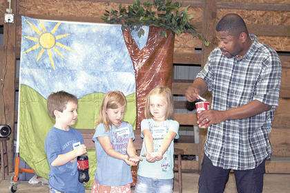 Deondra from the Cincinnati Children's Theatre teaches Preston Perry, Morgan Bigelow and Isabelle Bush how many sugar packs are in one bottle of soda.
