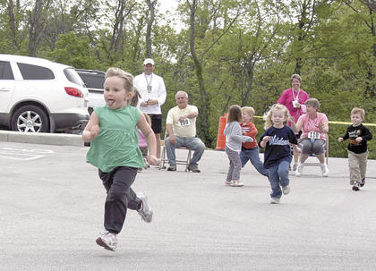 Maggie Howe breaks away from the pack during the Kids Fun Run.