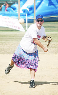 Donnie Hoehn pitches a fast ball