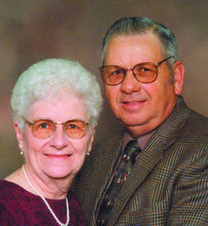 "<div class=""source""></div><div class=""image-desc"">Gary and Bess Lovelace</div><div class=""buy-pic""><a href=""/photo_select/5779"">Buy this photo</a></div>"