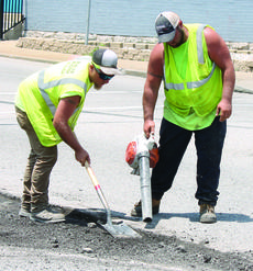 """<div class=""""source""""></div><div class=""""image-desc"""">Houston Moore and Mitch Watkins, left, work in the heat in Dry Ridge.</div><div class=""""buy-pic""""><a href=""""/photo_select/29445"""">Buy this photo</a></div>"""