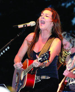 Gretchen Wilson belts out one of her hit songs.