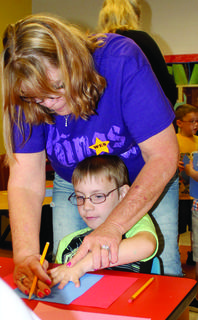 Pam Brush helps WES student  Hunter McDaniel  trace his hand. Brush travelled from south of Tampa, Florida to visit with McDaniel. Photo by Amanda Kelly