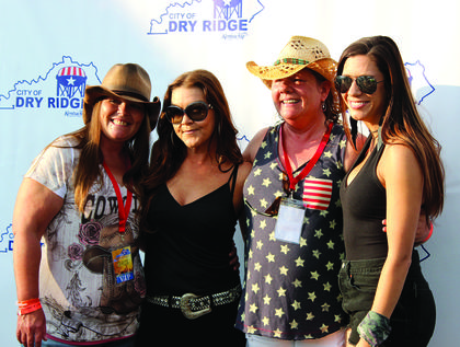 Sara and Linda Philpott pose for a photo with Gretchen Wilson and Jessie G during a VIP Meet and Greet session.